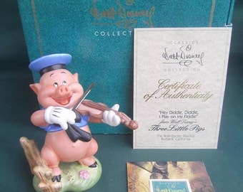 Walt Disney  Collection Three Little  pigs  fiddler  pig  fiddle  figurine  like new in box