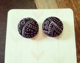 Handmade 15mm black and white button earrings