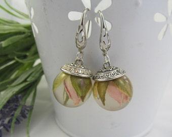 Tender earrings Rose in resin Silver 925 Light pink earrings Gift daughter Droop earrings Wedding earrings Gift friend Round earrings resin