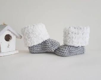 Crochet baby booties, baby uggs, baby shoes, baby schoentjes, pregnancy announcement, crochet uggs, crochet pattern