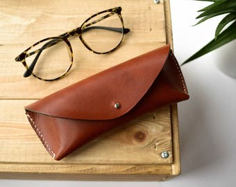Brown vegtanned leather glasses case, Glasses case in brown leather