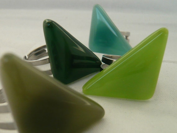Triangular statement ring, green triangle adjustable steel ring,  handmade fused glass, Unique jewelry, Nickel free, does not discolour