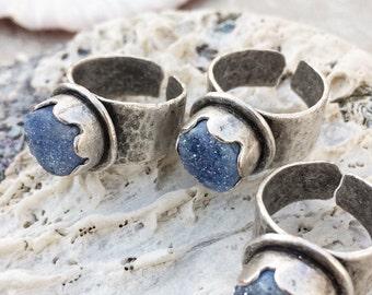 rough stone ring, druzy ring, raw gemstone ring, rough gemstone ring, boho rings for women, quartz ring, matte silver ring, hammered ring