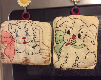 REDUCED! Vintage Pot Holders, Embroidered Kitschy Cat and Dog with Daisy Magnet Hooks