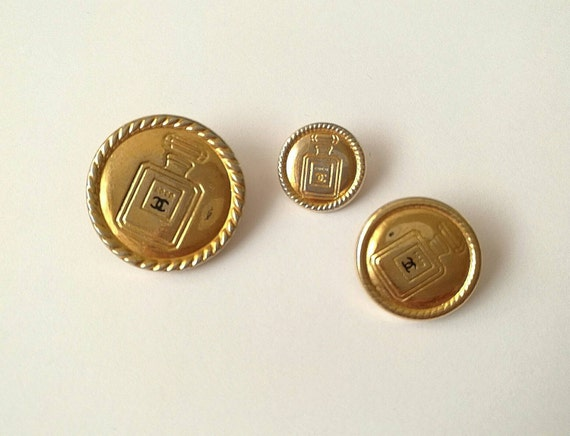 Lot of 3x Authentic Chanel vintage gold plated metal buttons motive Chanel perfume No. 5 in different sizes