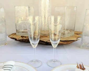 Personalized Champagne Glasses for Wedding Party // bride and groom / mr and mrs / wedding toast / wedding decoration / bridal party gifts