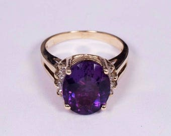 14K Yellow Gold Amethyst and 8 Diamond Chip Ring, size 6