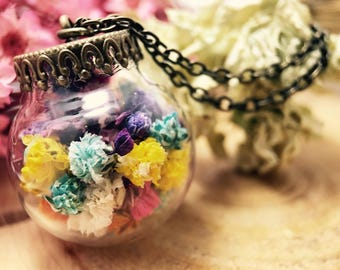 Colorful Baby's Breath in a Bottle/Necklace/Glassball Jewelry/pink/yellow/blue/gift for her/anniversafy gift/preservedflowers/driedflowers