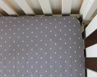 Gray Triangle Fitted Crib sheet, baby crib sheet, baby boy, baby girl, nursery decor, nursery bedding, crib bedding, triangle, gray, white