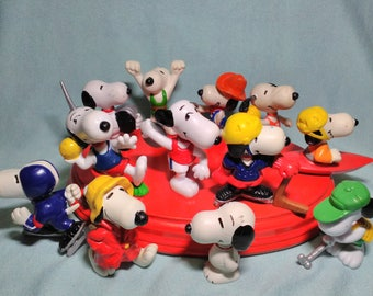 12 funny figures of Snoopy on rubber pvc from 1958 to 1966.