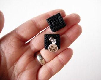 Black square earrings