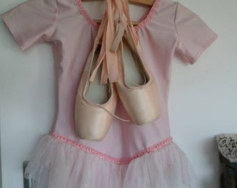Liner of dance and his Leotard, romantic décor, tip of dance, pair of slipper, classic ballet slipper sylphid