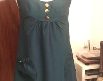 1960s / 70s short green dress with golden buttons
