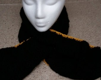 Accented Keyhole Scarf