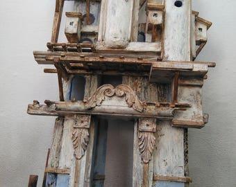 casa azzurra , assemblaggio legno di recupero