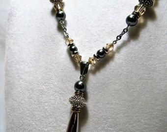Annabelle - Unique necklace and eclatante.elle will do shudder your neckline.