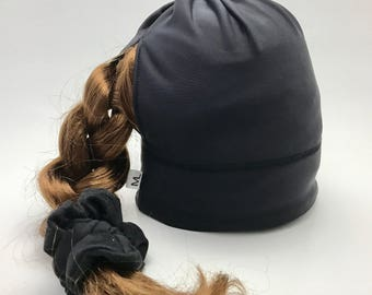 Sport Tuque with hole for the black blue comforter