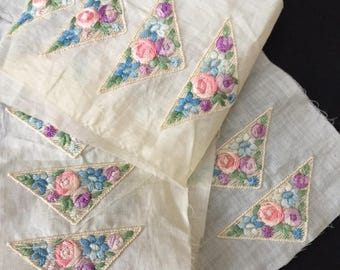 Old Haberdashery Stock ! 20 EMBROIDERED APPLIQUES Pink and Blue Rose Flowers MERCERIE  Ancienne
