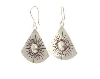 Sterling Silver Fan Effect Earring with a Detailed Pattern