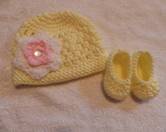 Newborn -3 months Spring Yellow Hat and Booties set