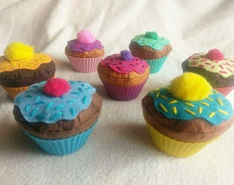 Felt food cupcakes with sprinkles for imaginative play. Pretend play food for tea parties, kitchens etc. Available in 7 colours/designs.