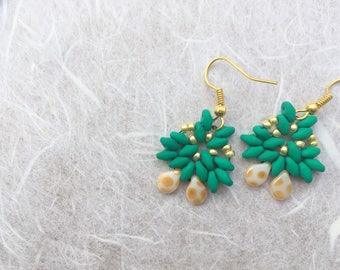 Green earrings, Green beaded earrings, Wedding earrings, Gift for her, Triangle earrings, elegant earrings, beaded earrings,  drop earrings