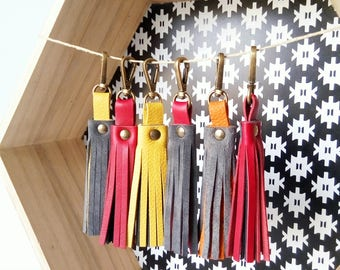 Bag charm, tassel leather keyring, bag tassel, color leather tassel, leather keyring, leather keychain, tassel keychain, keyring for women.