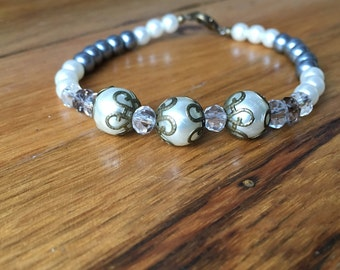 White and gray pearl bracelet