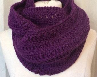 READY TO GO/ Hook/ Crochet/ infinity scarf/ purple/ violet