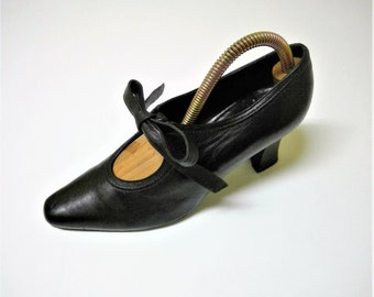 Vintage Authenic FENDI Black Leather Pumps - Size 36