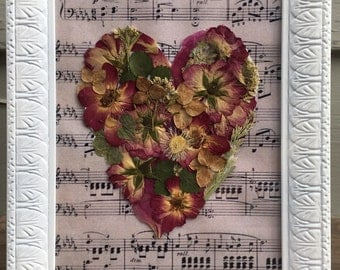 Vintage Dried Flowers Under Glass , Dried Framed Flowers, wall decor, vintage style, handmade, flowers