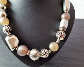 Necklace light grey and silver