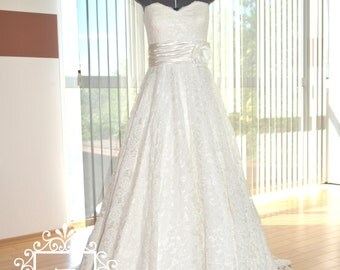Wedding Dress/Lace Sweetheart Neckline Strapless A-Line Bridal Dress