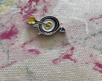 arrow, target, 3-d effect, bullseye, pin, brooch, enamel, charm
