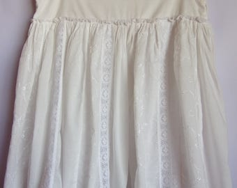 ON SALE Women's Skirt/Summer Party Skirt/ White Cotton Skirt/ Embroidered Flowers Skirt/Knee Lenght Skirt/The Side Buttons/Lining/ Size M