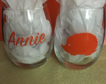 Personalized Stemless wine glass 15 oz., hedgehog with name. Double-sided. Single glass