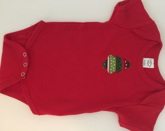 Christmas onesie, red, 9 months, Christmas tree