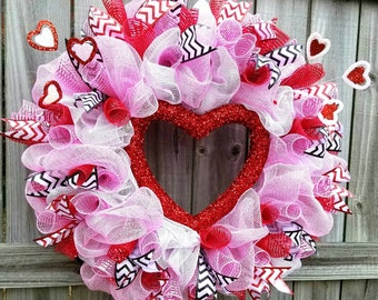Valentine's wreath, valentine wreath, heart wreath, front door hanger, deco mesh wreath, front door wreath, Valentine's day decorations