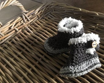 Crochet baby booties/baby shoes size newborn to 12 MOS in multiple colors possible