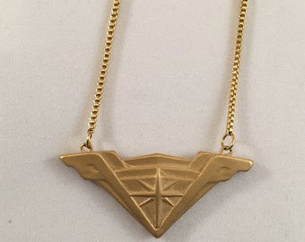 DC Comics Wonder Woman Movie Stainless Steel Tiara Necklace (Flat Gold)