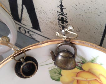 Alice in wonderland earrings / tea pot and tea cup! Bronze or silver