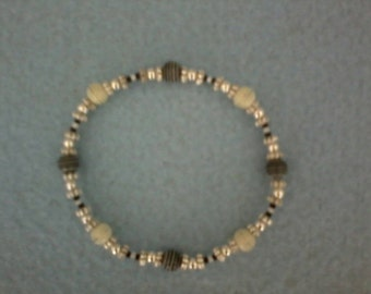 Black and White Stretch Beaded Bracelet