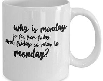 Warum ist so weit von Freitag bis Freitag so nah bis Montag - Montag lustig Zitat MUG