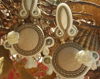 Sand-colored resin flower cream with soutache earrings