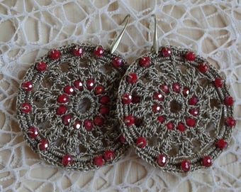 Drop earrings made in crochet.