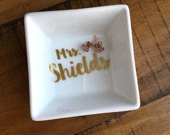 Personalized Name Ring Dish - Mrs. Engagement Ring Holder - Gold Jewelry Dish - Wedding Gift - For the Bride - Bridal Shower - Handmade