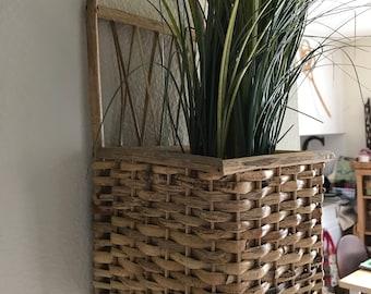 Wicker wall plant holder
