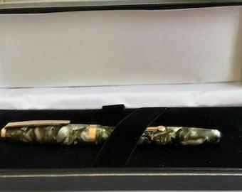 De La Rue Onoto green pearl fountain pen 1940s
