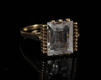 VINTAGE ART DECO 10K Yellow Gold Ring w/ Emerald Cut Colorless Crystal; 2 dwt.