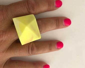 Resin Geometric Ring - Yellow and Pink